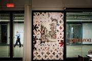 Près de la porte d'entrée de la galerie,... (Photo Marco Campanozzi, La Presse) - image 1.1