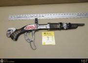 La carabine tronçonnéede calibre .308 ornée de l'inscription... (Photo: Service de police de la Ville de Québec) - image 1.0
