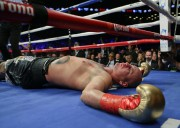 Artur Szpilka a dû quitter le ring sur... (PHOTO FRANK FRANKLIN II, AP) - image 1.0