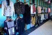 Au rez-de-chaussé, on vend des vêtements, des chaussures... (Le Soleil, Erick Labbé) - image 2.1