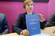 La veuve de Litvinenko, Marina, exhibe le rapport... (PHOTO JUSTIN TALLIS, AFP) - image 1.0