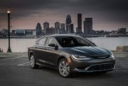 Chrysler 200 ... (PHOTO FOURNIE PAR LE CONSTRUCTEUR) - image 1.0