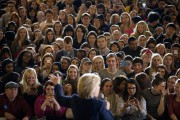 Hillary Clinton s'adresse à ses partisans à l'Université... (PHOTO JAE C. HONG, AP) - image 2.0