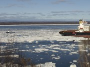On aperçoit ici le bateau remorqueur qui tente... (Adrien Duval) - image 1.0