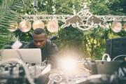 Un DJ à l'œuvre lors d'un événement de... (PHOTO DESIRÉ VAN DEN BERG, TIRÉE DE FACEBOOK) - image 2.0