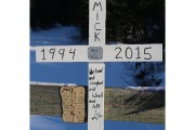 Une croix a été érigée sur le pont... (Audrey Tremblay) - image 1.0