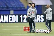 L'entraîneur Mauro Biello regarde ses protégés lors du... (PHOTO OLIVIER JEAN, LA PRESSE) - image 1.0