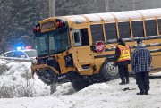 Une collision entre une automobile et un autobusest... (Le Soleil, Pascal Ratthé) - image 1.0