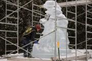 Bernard Meloche, sculpteur sur glace, était déjà à... (Photo Le Quotidien, Mariane L. St-Gelais) - image 4.1