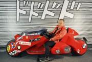 Katsuhiro Otomo et la reproduction du véhicule d'Akira... (AFP, Georges Gobet) - image 1.0