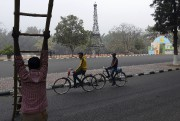 Une réplique de la Tour Eiffel à Chandigarh... (AFP, Money Sharma) - image 3.0