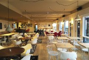 La salle à manger, où des peaux de... (PHOTO FOURNIE PAR L'HÔTEL HORIZON) - image 1.0