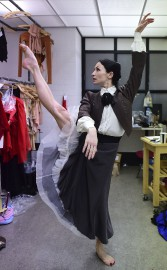 Une garde-robe de plus de 300 costumes met... (AFP, Emmanuel Dunand) - image 2.0
