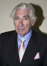Frank Finlay en 2001... (AP) - image 4.0