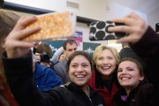 Hillary Clinton a poussé un soupir de soulagement... (PHOTO ANDREW HARNIK, AP) - image 4.0