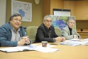 Jacques Potvin, urbaniste, Sabin Larouche, directeur général de... (Photo Le Quotidien, Gimmy Desbiens) - image 4.0