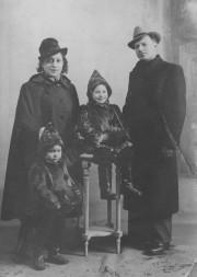 Marguerite Élias Quddus en compagnie de son père... (Courtoisie) - image 2.0