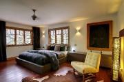 La chambre principale est dotée de meubles dessinés... (PHOTO FOURNIE PAR PROFUSION IMMOBILIER) - image 3.0
