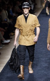 Balmain a revisité la veste explorateur dans sa... (PHOTO AFP) - image 4.0