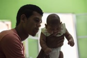 Matheus Lima, un Brésilien de 22 ans, tient... (AFP, Christophe Simon) - image 2.0