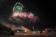 D'impressionnants feux d'artifices ont éclaté dans le ciel... (Photo Le Quotidien, Rocket Lavoie) - image 1.1