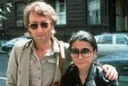 John Lennon et Yoko Ono en 1980... (AP) - image 6.0