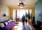 Le salon double, terminé par une baie vitrée.... (PHOTO MARCO CAMPANOZZI, LA PRESSE) - image 3.0