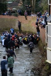 La partie se joue dans les rues, les... (Photo Oli Scarff, AFP) - image 2.0