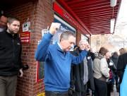 John Kasich à sa sortie d'un restaurant à... (PHOTO REUTERS) - image 2.0