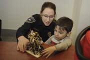 Le petit Zachary, le fils de la policière... (Photo Le Quotidien, Mariane L. St-Gelais) - image 4.0