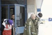 Marc-Olivier Gagnon a été escorté par les policiers.... (Photo Le Quotidien, Gimmy Desbiens) - image 1.0