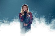Vedette de The Voice en France, Louane a... (AP, Jacques Brinon) - image 2.0