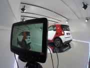 Dans cette salle d'exposition virtuelle, la voiture est... (PHOTO FOURNIE PAR DAIMLER AG) - image 1.0