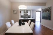 Ceux qui aiment les meubles du condo-témoin peuvent... (PHOTO HUGO-SÉBASTIEN AUBERT, LA PRESSE) - image 3.0