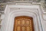 Un cadre de porte à la fois massif... (PHOTO ALAIN ROBERGE, LA PRESSE) - image 2.0