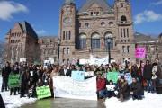 Une centaine de personnes étaient rassemblées à Toronto,... (Harriet Vince, collaboration spéciale) - image 3.0