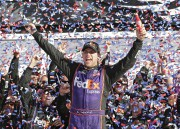 Denny Hamlin a remporté le Daytona 500, dans... (Associated Press) - image 1.0