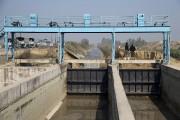Des militaires indiens montent la garde au canal... (PHOTO TSERING TOPGYAL, AP) - image 3.0