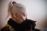L'astrologue Louise Haley, alias Madame Minou, et son chat... (PHOTO NINON PEDNAULT, LA PRESSE) - image 2.0