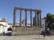 Le temple de Diane, l'un des vestiges romains... (Le Soleil, Normand Provencher) - image 1.0