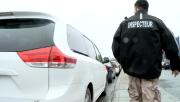 Des policiers et des enquêteurs du Bureau du... (Image tirée d'une vidéo, archives La Presse) - image 1.0