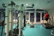 Le gym offre une vue sur la piscine... (PHOTO MARCO CAMPANOZZI, LA PRESSE) - image 4.0