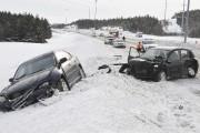 Sur l'autoroute 70, deux véhicules se sont tamponnés... (Photo Le Quotidien, Rocket Lavoie) - image 3.0