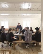 Des étudiants en architecture réunis dans la maison... (PHOTO FOURNIE PAR ATELIER PIERRE THIBAULT) - image 2.0
