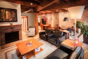 Le salon est doté d'un foyer au bois... (PHOTO FOURNIE PAR PIERRE GUILLAUME) - image 4.0
