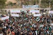Agitant le drapeau tricolore noir blanc vert avec... (PHOTO MOHAMED AL-BAKOUR, AP) - image 2.0