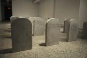 Sophie Cardin a créé des pierres tombales évoquant... (Photo Le Progrès-Dimanche, Mariane L. St-Gelais) - image 3.0