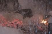Selon des témoins, le toit s'est effondré sous... (Photo Le Progrès-Dimanche, Michel Tremblay) - image 1.0