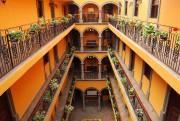 L'un des patios de l'hôtel Morales.... (PHOTO LUCIE LAVIGNE, LA PRESSE) - image 2.0