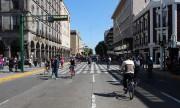 Le dimanche, le vélo est roi, à Guadalajara.... (PHOTO LUCIE LAVIGNE, LA PRESSE) - image 5.0
